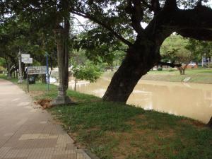 シェムリ・川