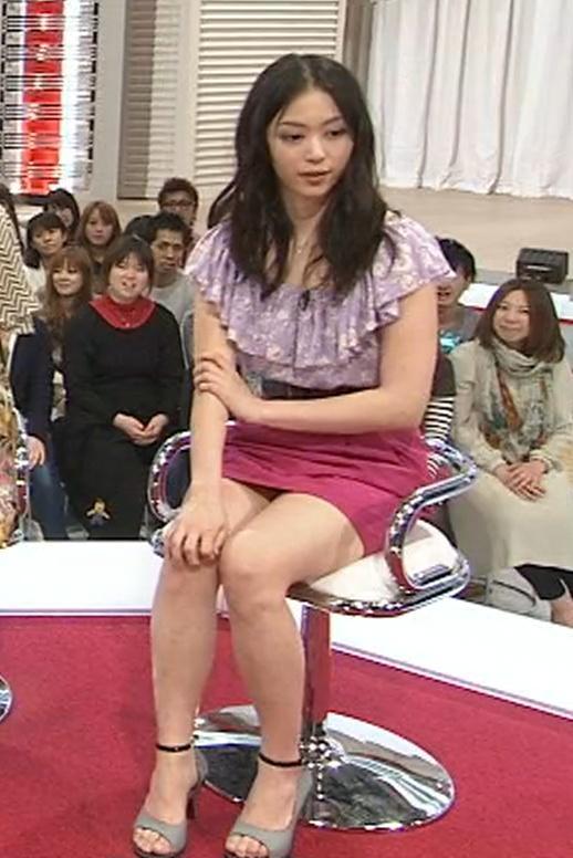 岩佐真悠子 ミニスカートキャプ・エロ画像3