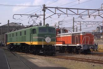 EF5893とDE111031。