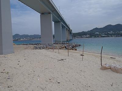 瀬底の砂浜