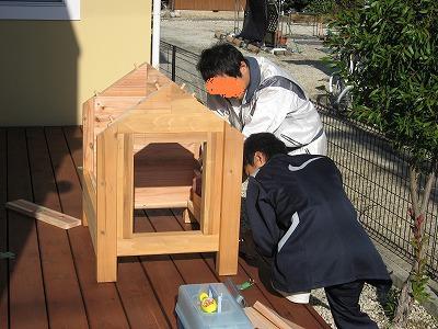 犬小屋製作中