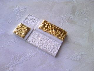 シルバーとゴールドの帯留め