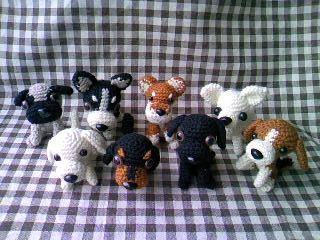 編み犬8匹