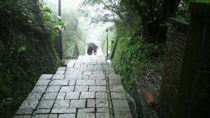 日本式宿舎集落下り階段