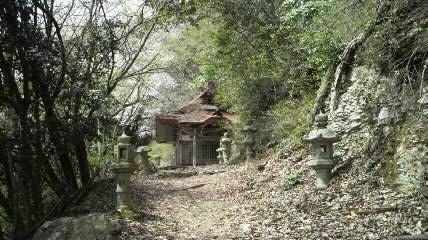 華厳寺奥の院.jpg