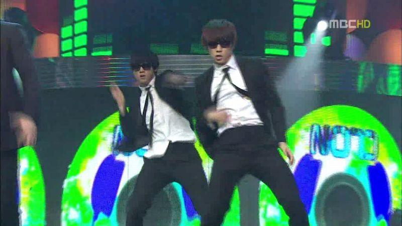 2PM, SHINee - 20100220 - Special on MC.avi_000162395