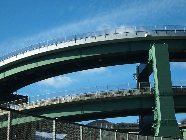 144ループ橋