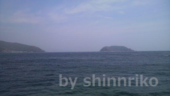 佐賀関の太平洋側の海。この日は台風1号の影響で薄曇り