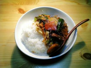 ぴり辛肉野菜バクダン炒め丼001