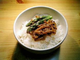 インド風タンドリティカソース丼002