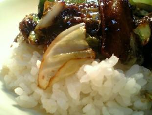 キャベツと豚肉の豆豉醤炒め丼002
