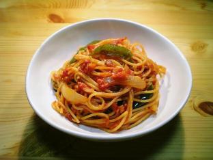 トマトソースで炒めナポリタン001