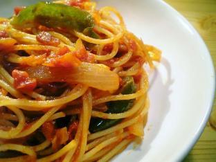 トマトソースで炒めナポリタン002