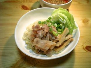 行列のできる店のラーメン広島辛口冷しつけ麺001