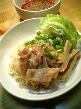 行列のできる店のラーメン広島辛口冷しつけ麺002