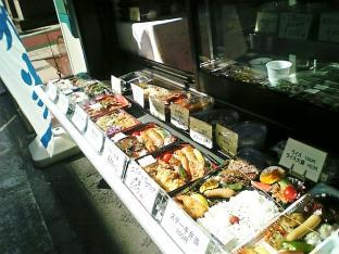 新横浜グレイスホテル手作りお惣菜お握りとメンチカツ002