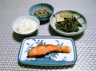 焼き鮭とぜんまい001