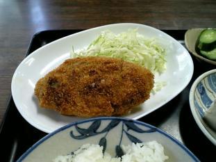 山田ホームレストラン本日の定食Bビーフコロッケ奴付004