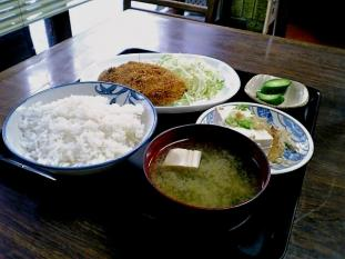 山田ホームレストラン本日の定食Bビーフコロッケ奴付005