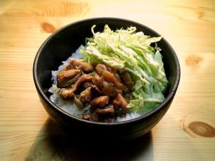 ホテイやきとり(和風カレー味)で丼001