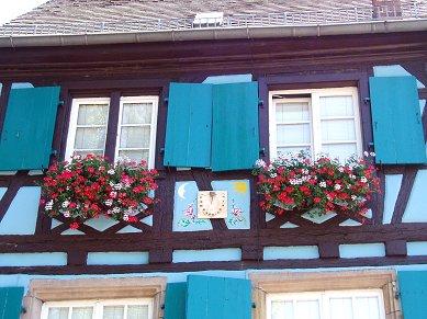 青い家の日時計downsize