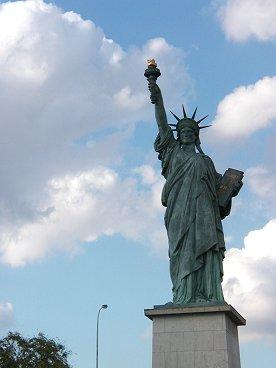 パリの空の自由の女神downsize