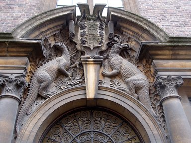 怪しい恐竜が護る門downsize