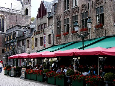 花いっぱいのGrote Markt広場のレストランdownsize