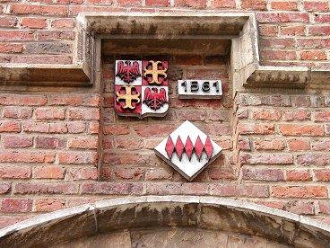 Leuven創立年の銘板downsize