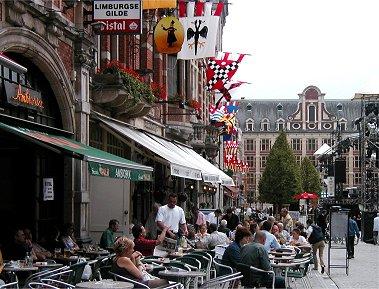Leuven広場の賑わいREVdownsize