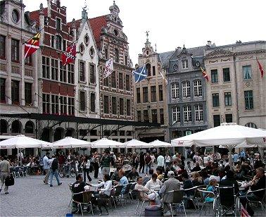 Leuven広場のカフェREVdownsize