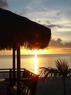サイパンの浜辺のレストラン El Segundos の夕暮れdownsize