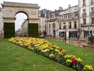 花で飾られた凱旋門downsize