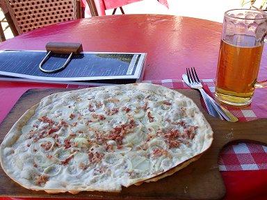 四角いピザTarte Flambeeはビールに合うdownsize