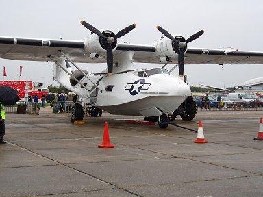 飛行準備中のカタリナ飛行艇downsize