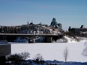 完全凍結した川は広場のようdownsize