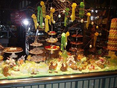 キモいイースターバニーの居るチョコレート屋downsize