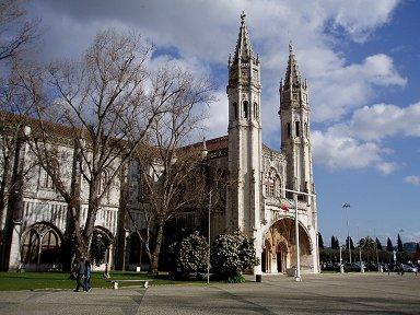 ジェロニモスに寄り添って建つマリア教会downsize