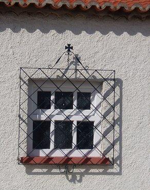窓枠のポルトガル十字REVdownsize
