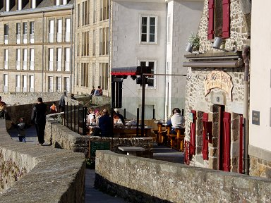 城壁の上のカフェdownsize