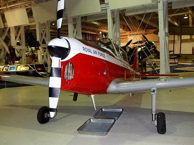 RAF Museumの赤白練習機塗装のDe Havilland Canada DHC-1 Chipmunk downsize