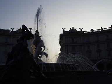 ナイアディの泉の水煙Fontana delle Naiadi downsize