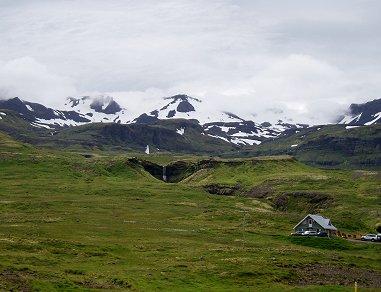 雪山と滝を遠望するREVdownsize