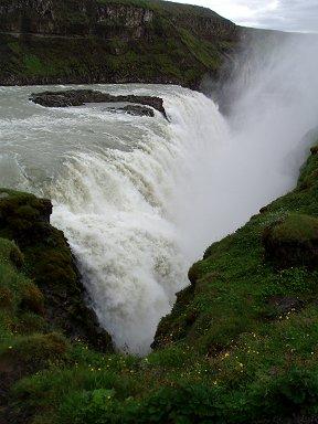 水煙にかすむグトルフォス滝downsize