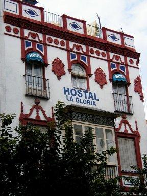 古い様式が残る病院の建物downsize