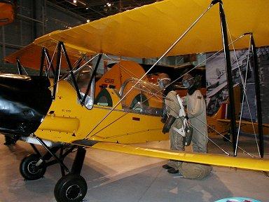 複葉の練習機Tiger Mothもフード付きdownsize