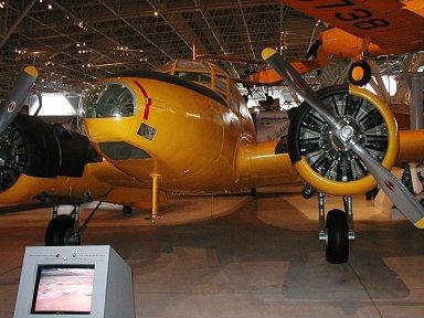 練習機ベストセラーアブロ社製Anson機downsize