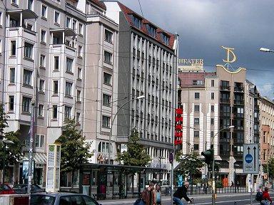 古い街並みが残る旧東ベルリン地区downsize