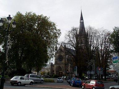 エペルネー駅前の教会downsize