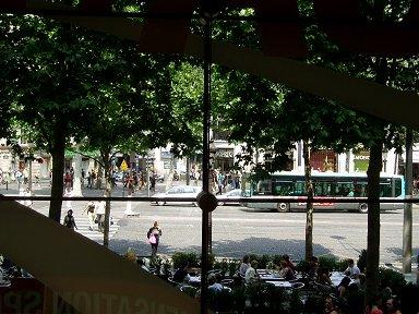 ルノーショップから眺めるシャンゼリゼdownsize